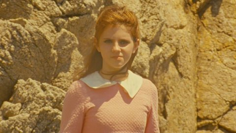 kara-hayward-as-suzy-in-moonrise-kingdom-5