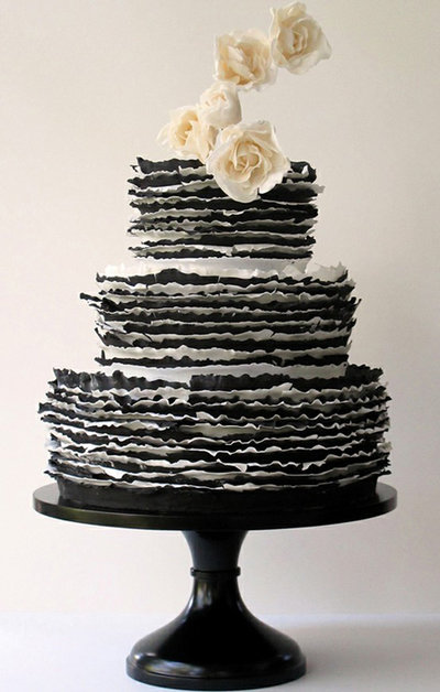 rsz_black-white-wedding-cake-maggie-austin