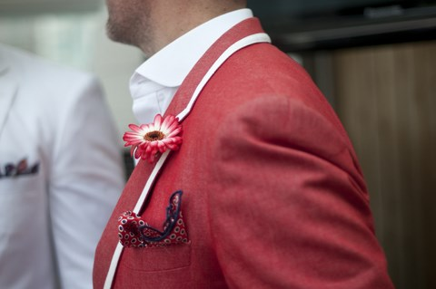 red-jacket-red-flower-streetstyle-men (Copia)