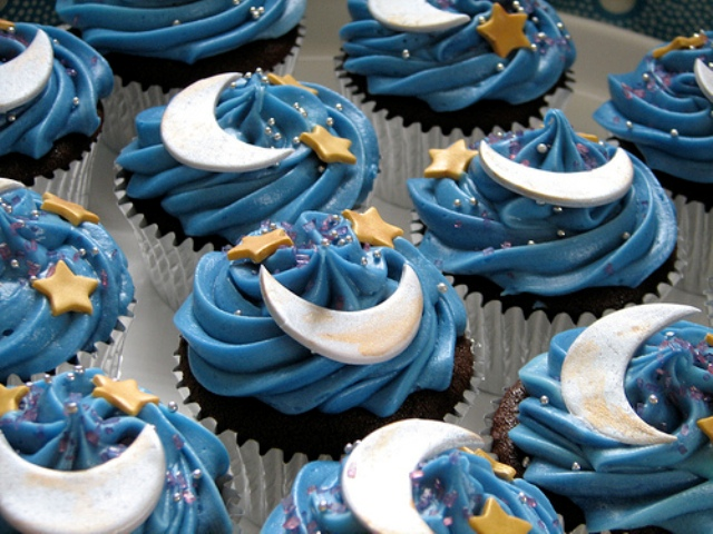 Midnight-Moon-and-Stars-Cupcakes1