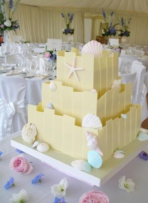 white_chocolate_cake_with_pastel_sugar_shells
