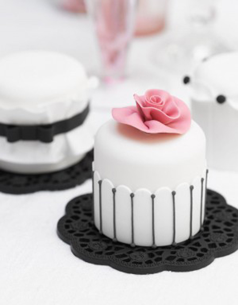 Designer-Delights-Mini-Cakes-300x384