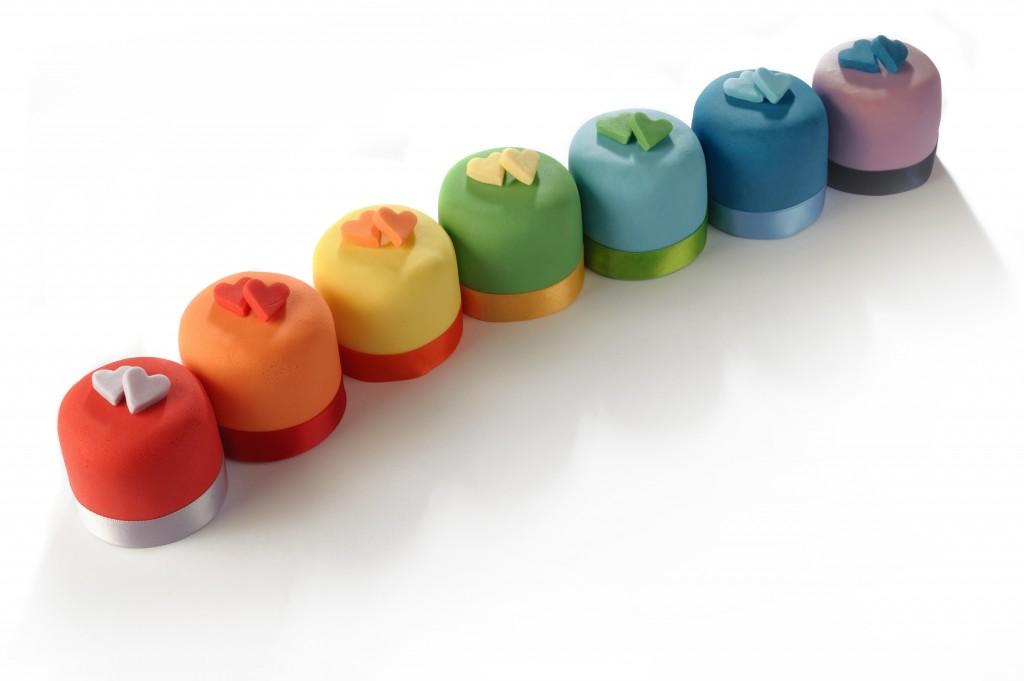 Rainbow-Love-Heart-Mini-Cakes-1024x681