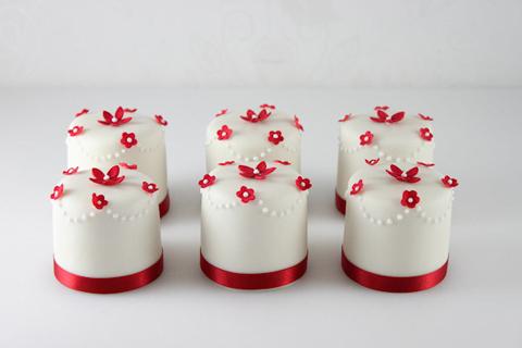 red-mini-cakes