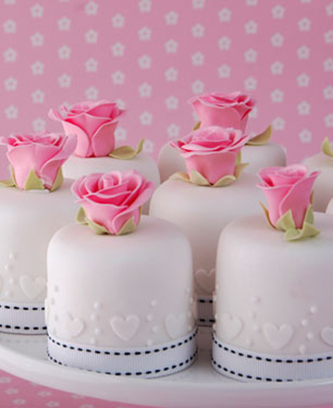 rose-and-heart-mini-cakes