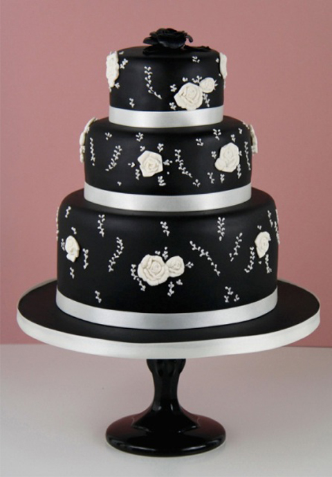 Black-and-roses-cake