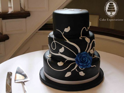 black-and-white-rose-wedding-cake