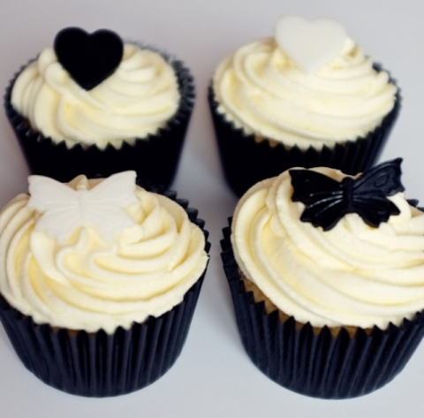 white-wedding-cupcakes