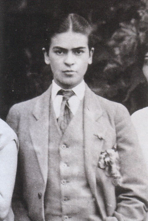 1926_kahlo_suit_guillermo_kahlo