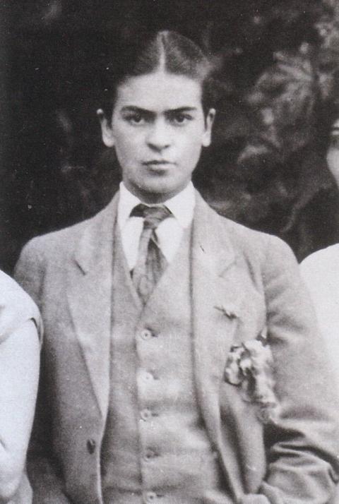 1926_kahlo_suit_guillermo_kahlo